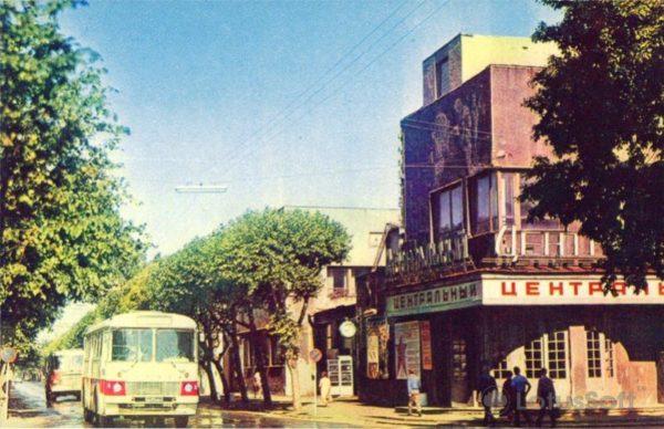 """Рыбинск. Широкоформаnysq кинотеатр """"Центральный"""", 1971 год"""