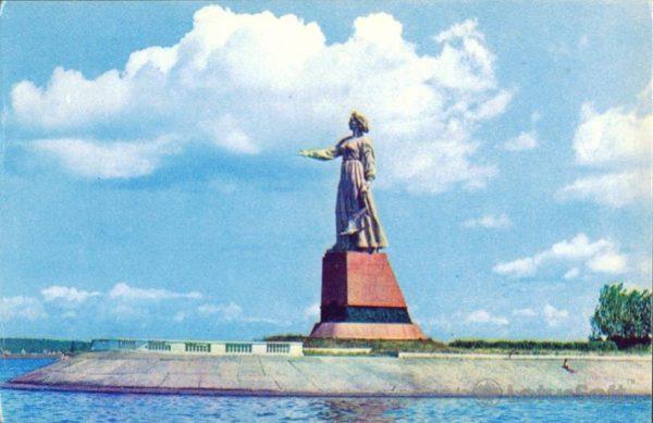 """Rybinsk. Monument """"Volga"""" in 1971"""