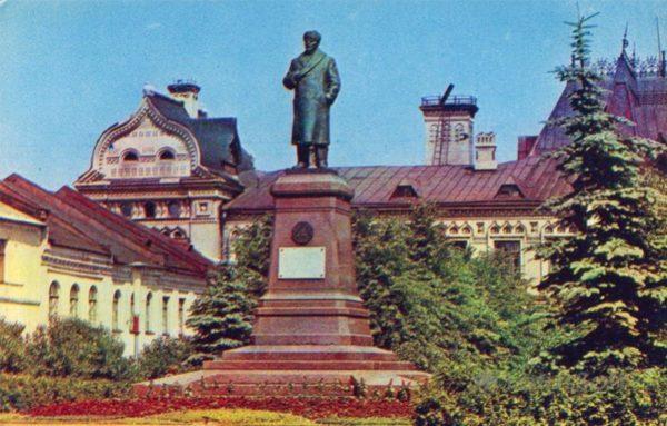 Рыбинск. Памятник В.И. Ленину, 1971 год