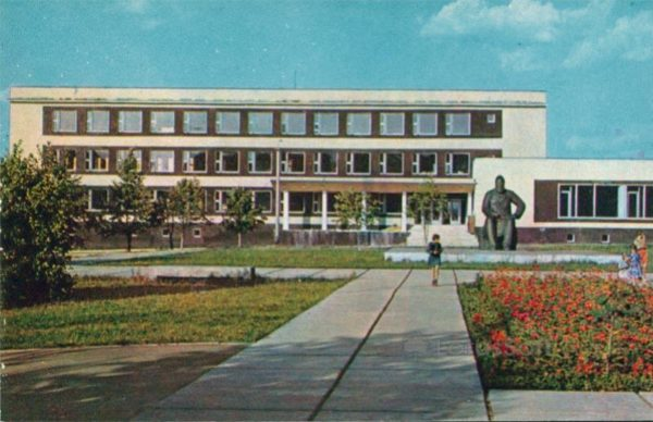 Cheboksary. Monument to IY Yakovlev at the building of the republican library, 1973
