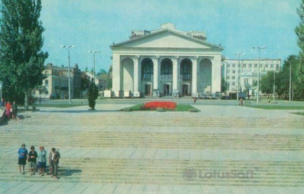 Херсон. Областной музыкально драматический театр, 1982 год