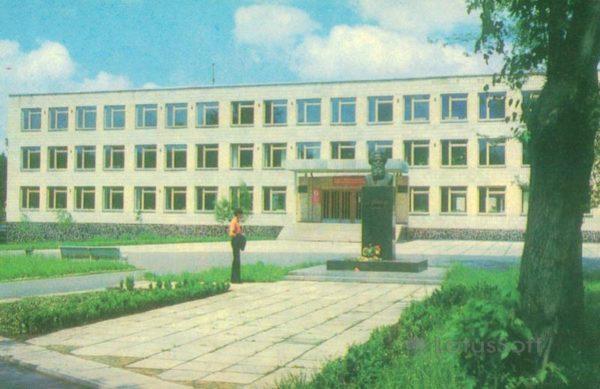 Житомир. Административное здание и памятник С. П. Королеву, 1979 год