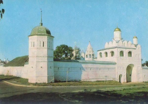 Суздаль. Святые ворота и надвратная Благновещенская церковь Покровского монастыря. XVI в, 1981 год