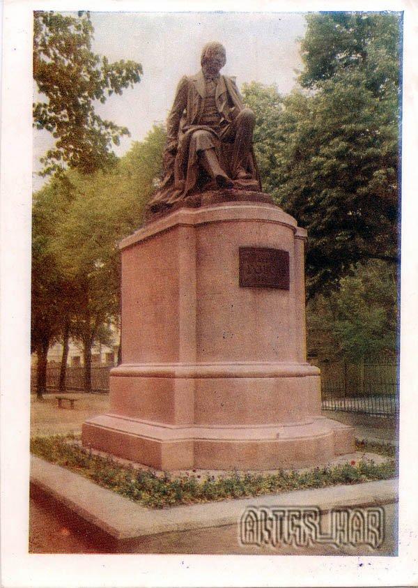 Памятник Н.Гоголю. Полтава, 1958 год