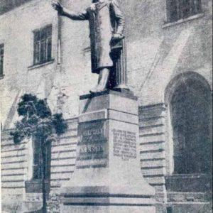 Памятник основателю Харьковского университета В.Каразину, 1946 год