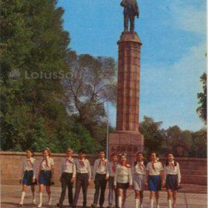 At the monument to VI Lenin. Frunze (1974)