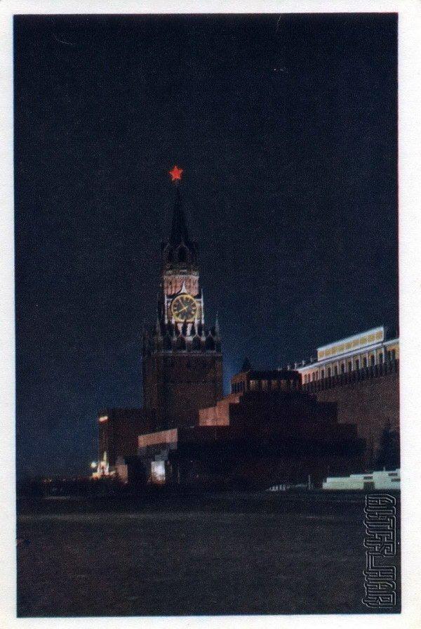 Мавзолей В.И.Ленина и Спасская башня Кремля. Москва, 1968 год