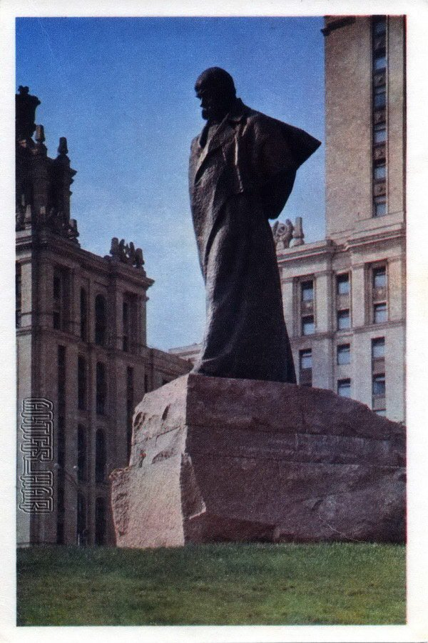 Taras Shevchenko monument in the hotel & # 034; & # 034 Ukraine ;. Moscow, 1968