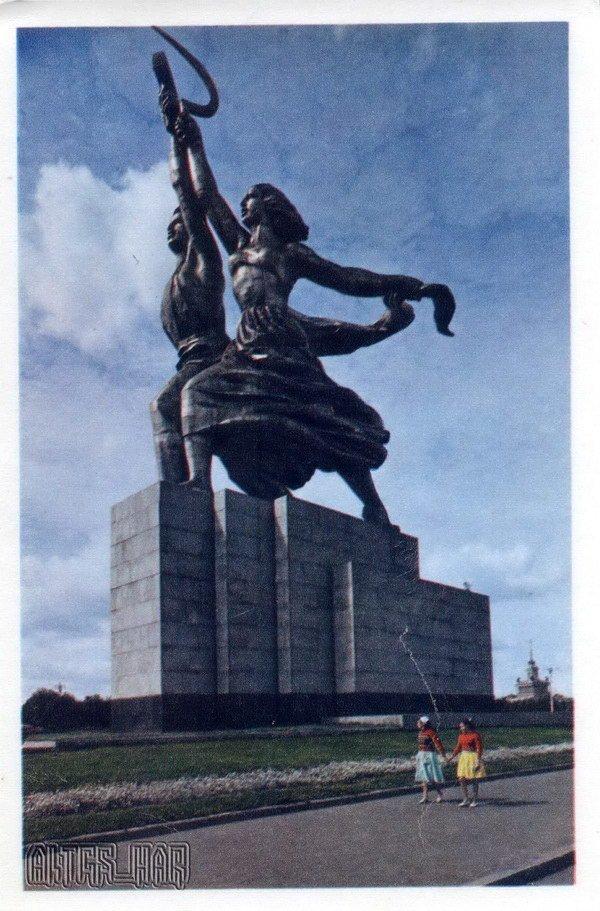 """""""Рабочий и колхозница"""" Скульптура В.И.Мухиной, 1937. Москва, 1968 год"""