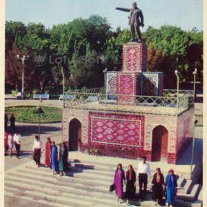 Памятник В.И. Ленину. Ашхабад, 1974 год