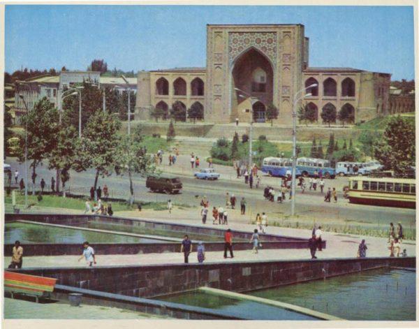 Площадь Чарсу. Ташкент, 1974 год