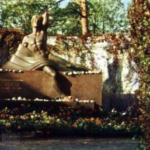 Надгробие на могиле народного поэта Райниса. Рига, 1968 год