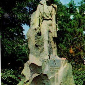 Памятник герою-пионеру Володе Дубинину. Керчь, 1977 год