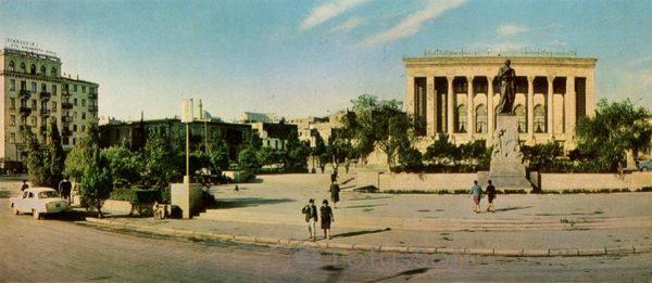 Баку. Азербайджанский государственный академический театр им. М. Азизбекова (1970 год)