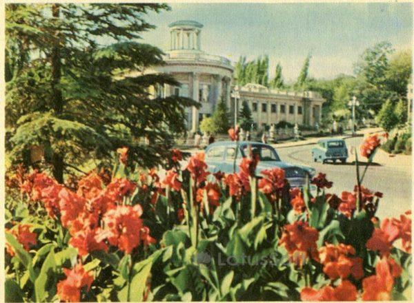 Кисловодск. На проспекте мира. Санаторий им X Октября, 1963 год