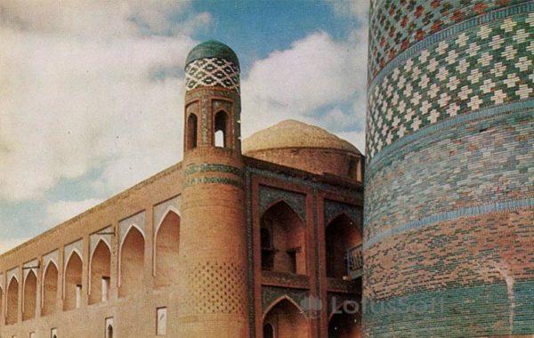 Madrassah Mohammed Amin Khan and minaret Kalta Minar. XIX century, in 1971