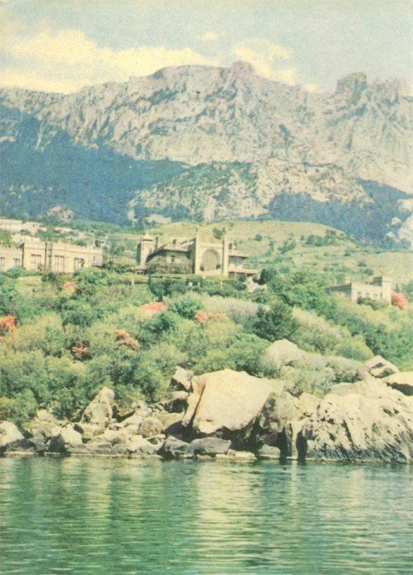 Алупка, вид на дворец музей с моря, 1970 год