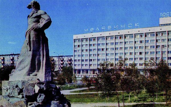 """Челябинск. Монумент """"Сказ об Урале"""", 1974 год"""