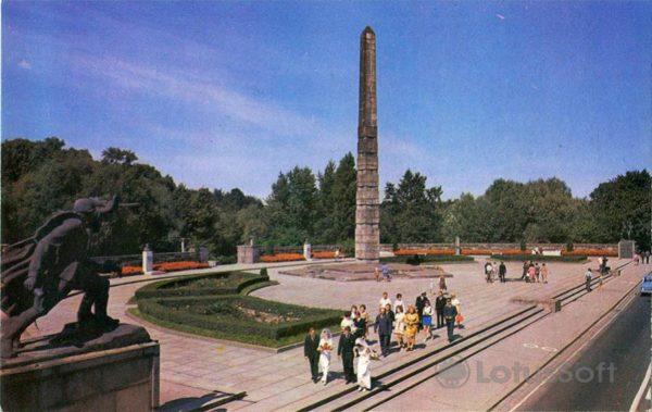 Калинград. Памятник воинам-гвардейцам, 1975 год