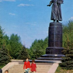 Ivanovo. Monument MV Frunze, 1971