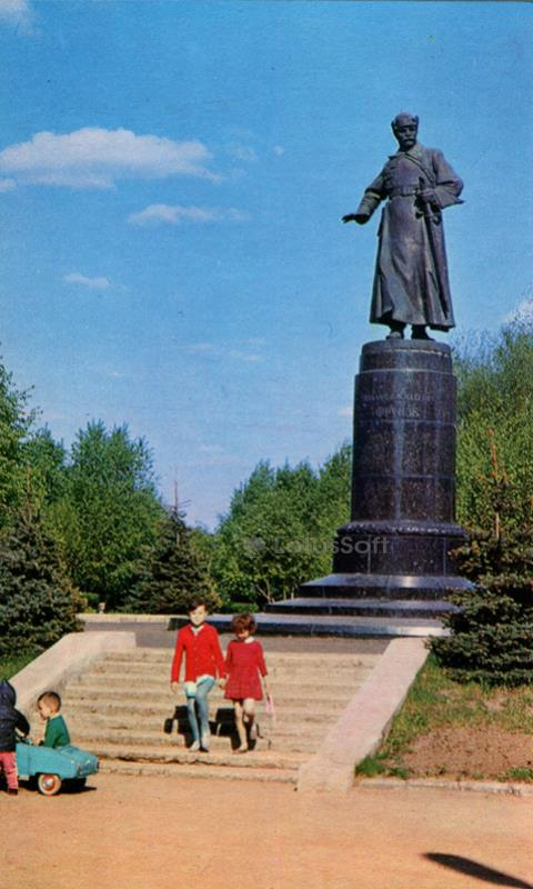 Иваново. Памятник М. В. Фрунзе, 1971 год