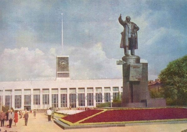 VI monument Lenin at the Finland Station, 1962