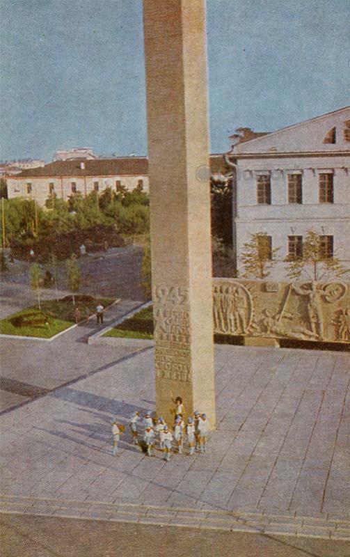У обелиска Славы. Тюмень, 1969 год