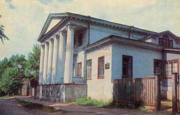 Дом - памятник архитектуры начала XIX века. Углич, 1974 год