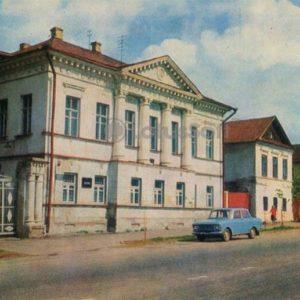 Дом, ул. К. Либкнехта, 21) - памятник архитектуры XVIII века. Углич, 1974 год