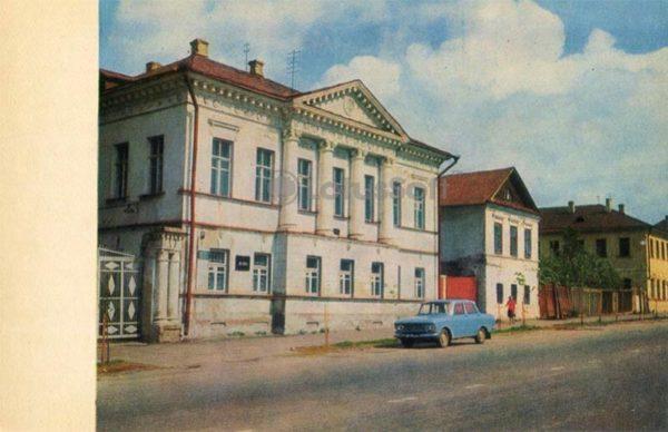 Дом, ул. К. Либкнехта, 21) – памятник архитектуры XVIII века. Углич, 1974 год