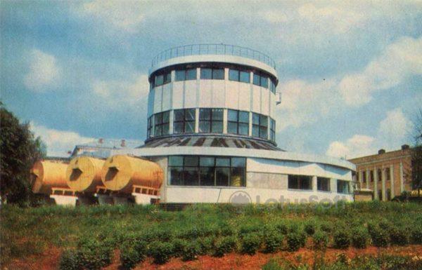 Один из цехов маслосыродельного завода. Углич, 1974 год