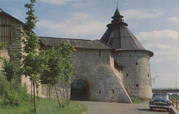 Покровская башня. XVI-XVII в. Псков, 1969 год