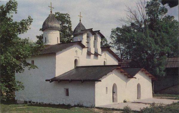 Двойная церковь Рождества и Покрова в Углу. XIV-XVI в. Псков, 1969 год