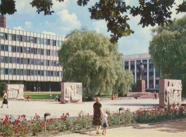 Стеллы на площади Ю. Янониса. Каунас, 1981 год