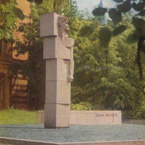 Monument Z. Alex Angarietis. Vilnus, 1978