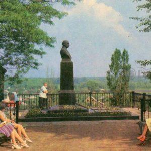 На могиле М.М. Коцюбинского. Чернигов, 1978 год