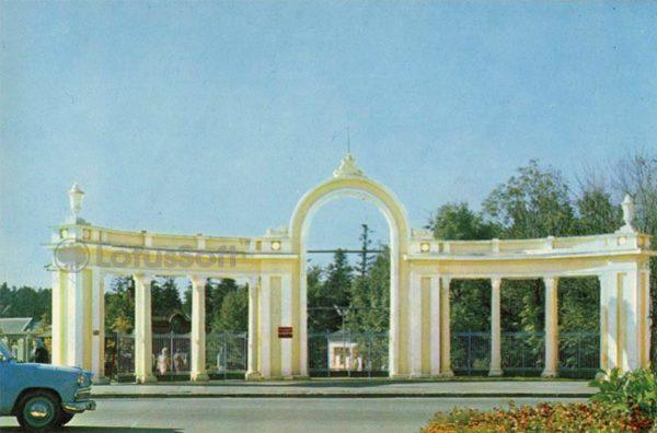 "Main entrance to the ""Gorka"" sanatorium, 1971"