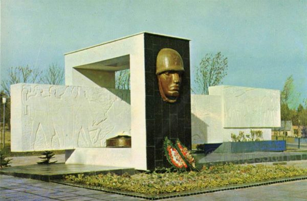 """Monument """"Glory to the Soviet soldiers liberators."""" Truskavets, 1971"""