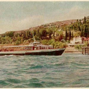 Пассажирское судно у Алупки, 1961 год