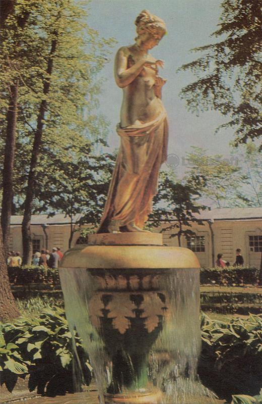 """Монплезирский сад. Фонтан-колокол """"Психея"""". Петродворец, 1971 год"""