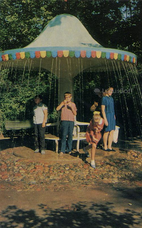 "Fountain-cracker ""Umbrella."" Peterhof, 1971"