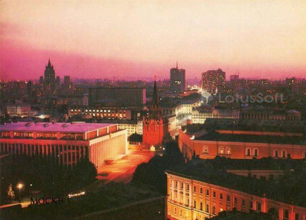 Вид на Кремлевский Дворец съездов и Троицкую башню. Москва, 1985 год