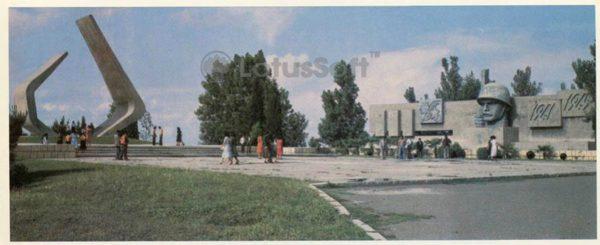 Memorial in honor of kirovobadtsev died in the Great Patriotic War. Ganja (Gence) (1984)