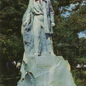 Памятник пионеру-герою Володе Дубинину. Керчь, 1972 год