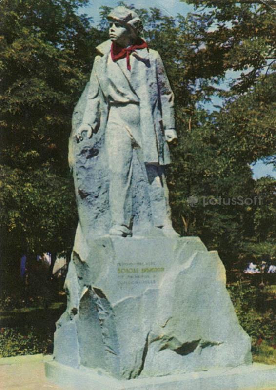 Monument to the pioneer-hero Volodya Dubinin. Kerch, 1972