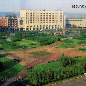 Площадь Советской Конституции. Мурманск, 1988 год