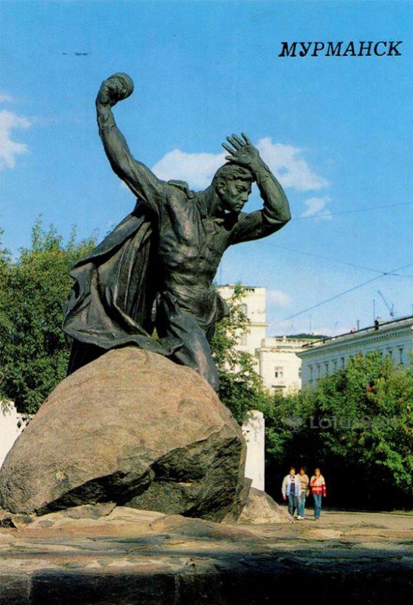 Памятник Герою Советского Союза А.Ф. Бредову. Мурманск, 1988 год