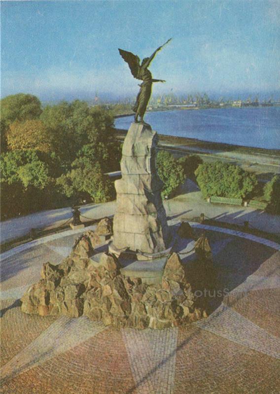 """Памятник погибшему в 1893 году русскому броненосцу """"Русалка"""". Таллин, 1978 год"""