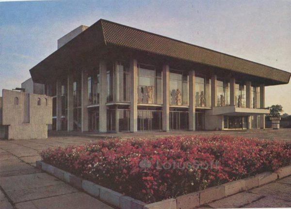 Областной драматический театр им. Луначарского. Владимир, 1986 год