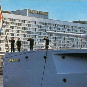 "Lifting Navy flag. The cruiser ""Aurora"", 1977"